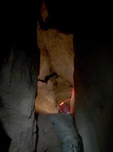 Meglepően tágas hasadék a Disznós-árki-barlangban (Slíz György felvétele)