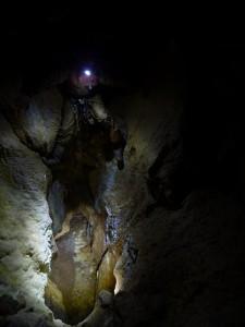 A Farkas-verem, a Vacska-barlang legtávolabbi része, ahol az Ajándék felé lehetne továbbjutni (Slíz György felvétele)