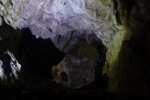 A barlang belseje a bejáratból nézve