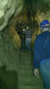 A Tűzoltó-ágba egykor levezető lépcsők, amelyeken szembe felmenve a belső rácsos ajtóhoz jutunk.