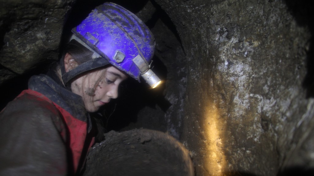 Baborka az ásott szakasz közepe táján (Veres-szifon)